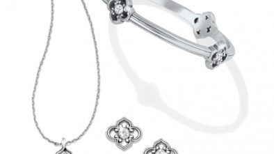 Different Types of Neck Jewelry For The Bride
